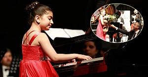 Çocuk bayramında, söz ve müzik çocukların