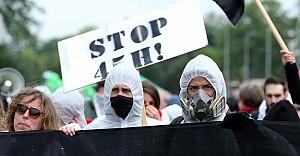 Belçika halkı hükümeti protesto için sokakta