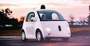 Google sürücüsüz otomobile sürücü arıyor
