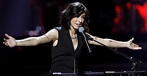 Ünlü şarkıcı imza dağıtırken öldürüldü