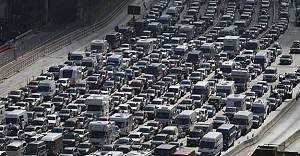 İngiliz tatilciler 15 saattir araç kuyruğunda