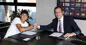 """Neymar Barcelona ile """"devam"""" dedi"""