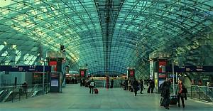 Frankfurt Havalimanı güvenlik gerekçesiyle boşaltılıyor