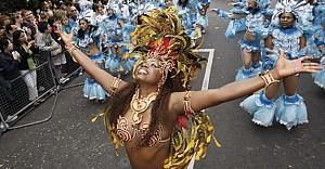 Londra Notting Hill Karnavalı'yla renklendi