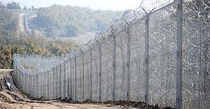 bCalais#039;de inşa edilen duvara.../b