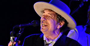 Bob Dylan, Nobel'le ilgili sessizliğini...