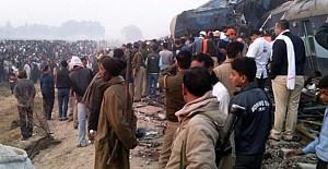 Hindistan'da tren kazası: 100'den fazla ölü