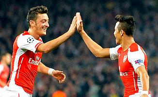 Arsenal, Mesut Özil ve Sanchez'le parlıyor