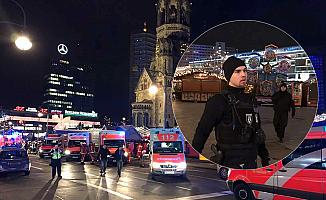 Berlin'de kamyon Noel pazarına daldı