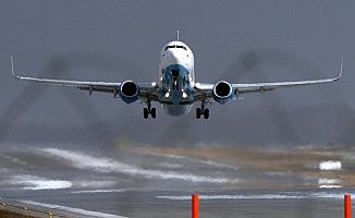 160 yolcu bulunan uçak Prag'a acil iniş yaptı