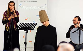 Esra Akkaya, İnançların Zirvesi'ne ilahilerle renk kattı