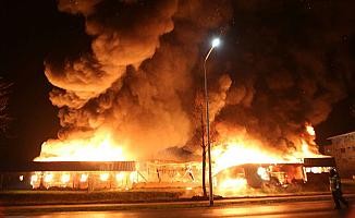 Hollanda'da camiyi böyle ateşe verdiler!