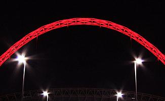 Wembley Stadı'nın ünlü kemeri Türkiye için kırmızı oldu