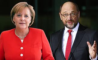 Eski AP Başkanı Schulz, Merkel'e rakip oldu