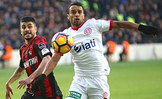 Gaziantepspor yeni stadında üç puanı Antalya'ya verdi