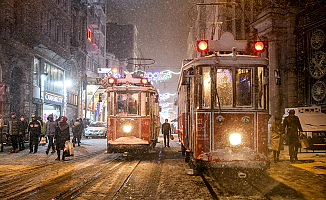 İstanbul kar yağışına teslim oldu