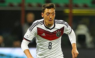Mesut Özil, Almanya'da 'Yılın Milli Futbolcusu' Seçildi