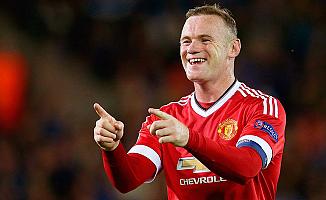 Rooney bir türlü rekora doymuyor
