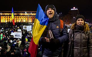 Romanya'da halk 'af tasarısı'na karşı sokakta