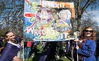 Brexit karşıtları Londra'da sokaktaydı