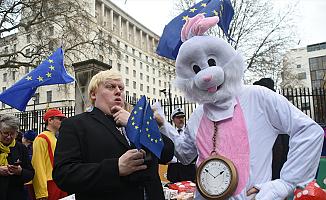 Brexit'in resmen başlatılmasına Londra'da protesto