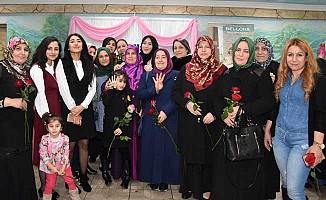 'Kadınlar Günü'nde UETD'den Kutlama Etkinliği