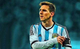 FIFA, Arjantin'in ayağını kesti!