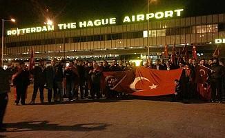 Hollanda'da Türk Federasyonu üyelerinden protesto