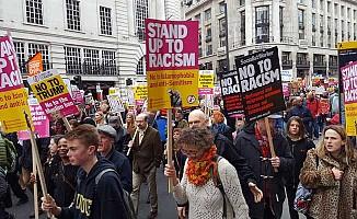 Onbinler Londra'da ırkıçılığa karşı yürüdü