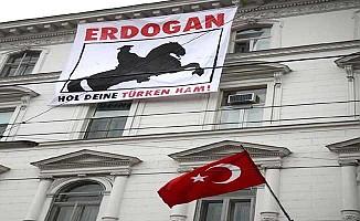 Türkiye'nin Viyana Büyükelçiliği'nde korsan eylem