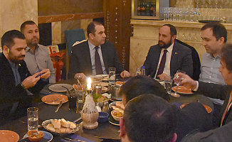 UETD'den Başkonsolos Ergin'e 'hoşgeldiniz' yemeği