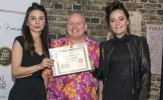 'Hicran ve Melek'e 'En İyi Yabancı Film' Ödülü