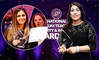 Londra'da iki Türk Öğretmene Ödül