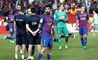 Arda Turan, Barcelona'nın şampiyonluk kutlamalarında yalnız kaldı