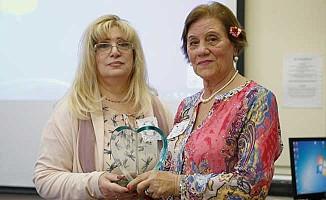 Arife Retvan Londra'da 'Yılın Annesi' seçildi