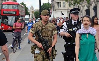 Londra'da asker polisle birlikte görevde!