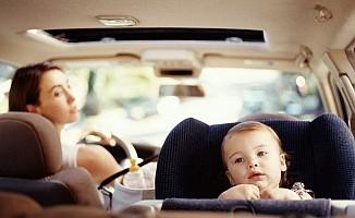 Arabada çocuğunuzu kucakta taşımayın