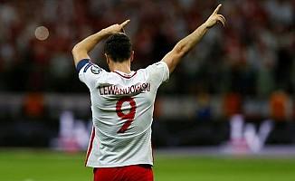 Lewandowski, Romanya'ya acımadı!