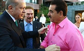Cumhurbaşkanı'nın iftarında pembe gömlekli Tatlıses