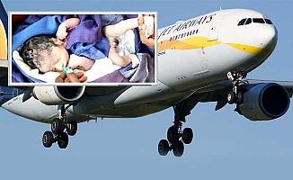Uçakta doğan bebek ömür boyu ücretsiz uçacak
