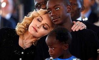 Madonna, Afrika'da hastane açtı