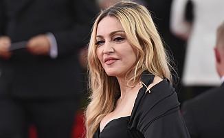 Madonna İngiliz haber sitesinden tazminat kazandı