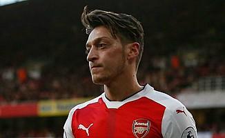 Gerrard: Mesut Özil Takım Oyuncusu Değil