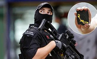 Londra'da silahlı polisler başlıklarında kamera taşıyacak