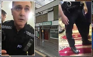 Camiye ayakkabıyla giren İngiliz polis kriz çıkardı