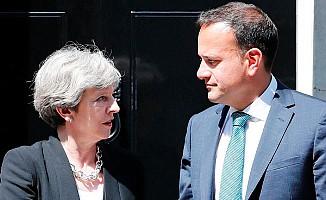 İngiltere ile İrlanda Başbakanları Dostluk Pekiştirdi