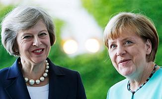 Theresa May, Alman mevkidaşı ile bir araya geldi