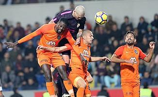 Medipol Başakşehir, Galatasaray'ı fena çarptı