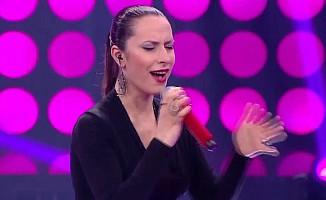 O Ses Türkiye'de sahne alan yarışmacısını Ebru Gündeş sandılar