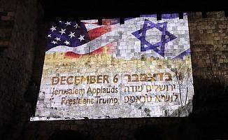 Fırsatçı İsrail! ABD kardeşliğini Kudüs Surlarına yansıttı